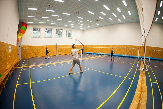 002 badminton