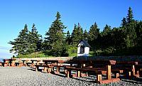 kaple a posezení před Bezručovou chatou