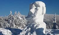 socha ze sněhu