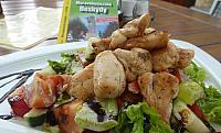 Letní kuřecí salát U Zaryša
