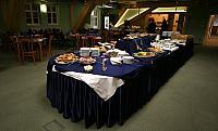 slavnostní rautový stůl